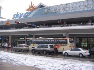 雪のつもった空港