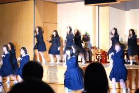 KGGS(留学コース)の高校1年生はダンスを披露