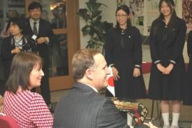 ニュージーランドのジョン・キー首相と英語での質疑応答ン