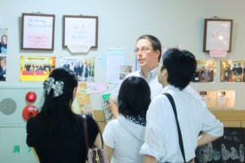 ネイティブ教員による英語でのキャンパスツアー