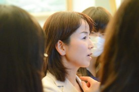 ニュージーランド留学を控えた高校1年生の質問に答える秋沢淳子さん