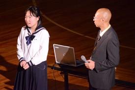「ニュージーランドでの生活」について、英語で話す渡辺さん