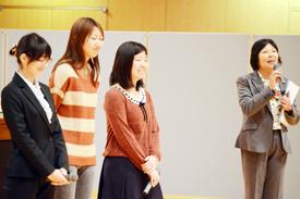 井上教頭と3名の卒業生