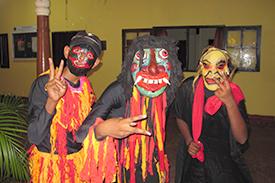 鬼の扮装をしたスリランカの生徒さん