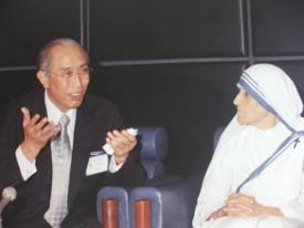 日敬先生、マザー・テレサとともに