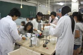 理科のろうそくを作る実験授業