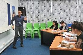 語学センターでタイ語のレッスン