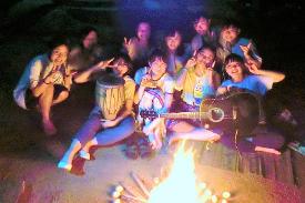 ヒンラートナイ村最後の夜のキャンプファイヤー
