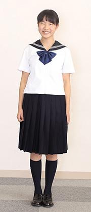 夏服を着た生徒