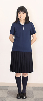 ポロシャツを着た生徒