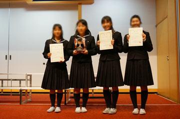 中高それぞれで優秀な指揮者、伴奏者も表彰。